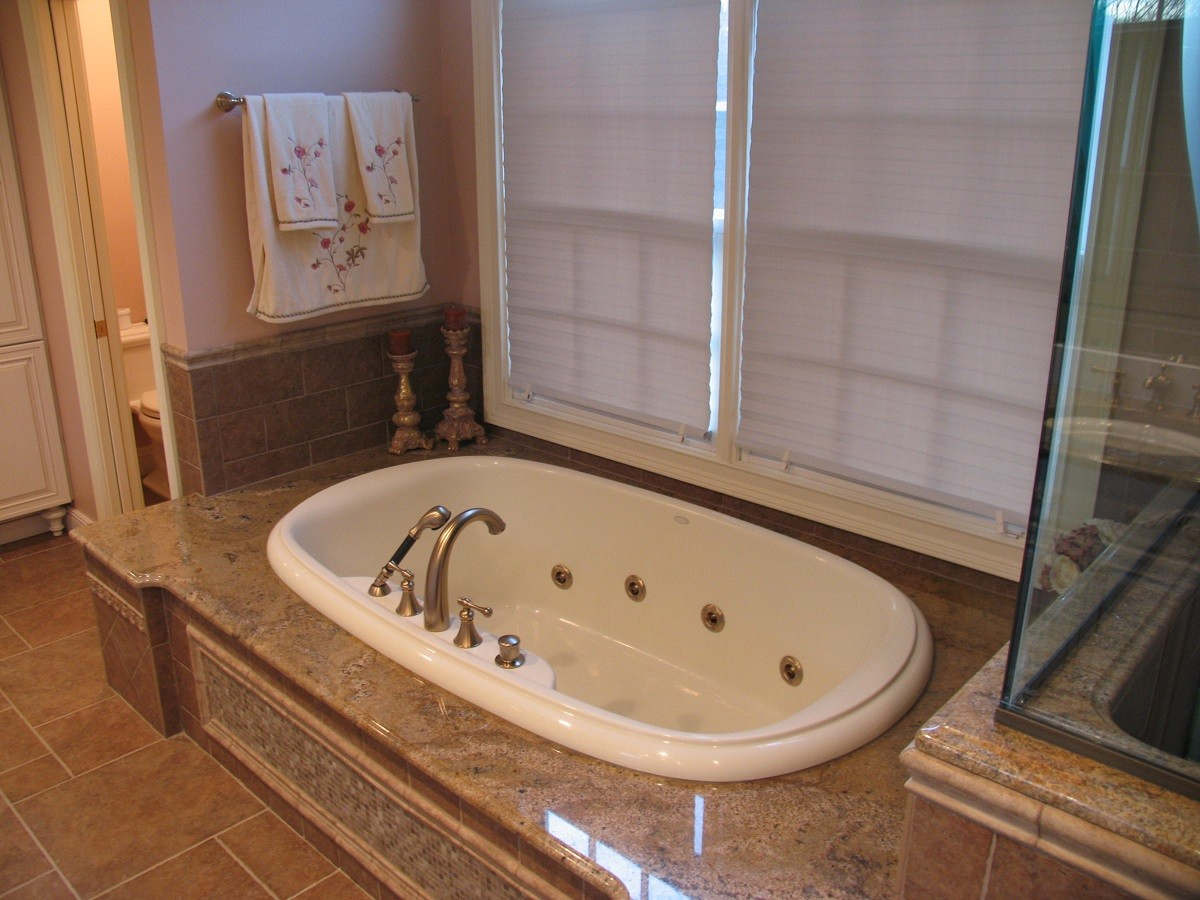 Does A Master Bathroom Need A Bathtub