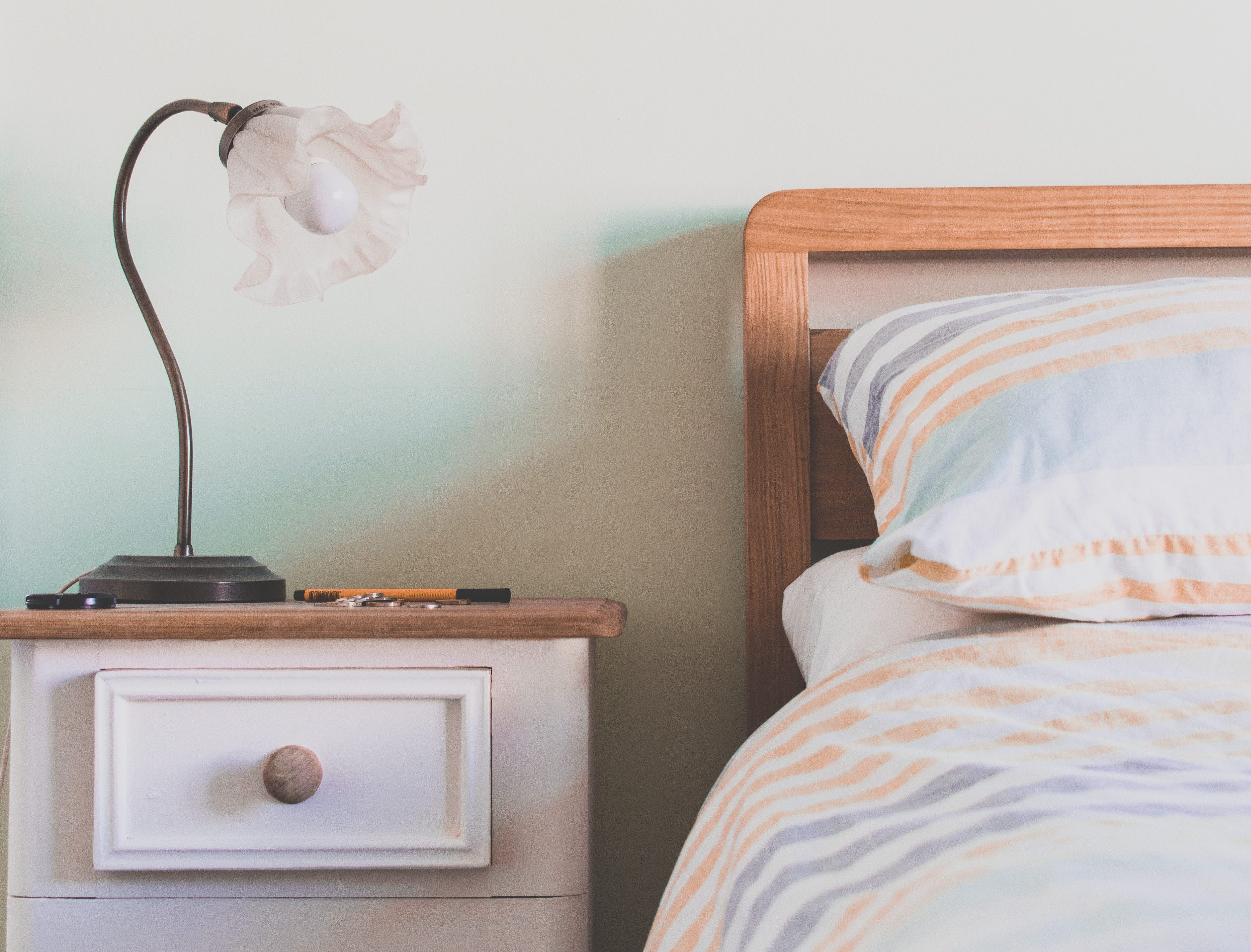 5 DIY Projects to Revamp Your Bedroom